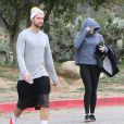 Miley Cyrus et son petit ami Patrick Schwarzenegger ainsi que Nicole Richie font une randonnée à Hollywood, Los Angeles, le 27 février 2015.