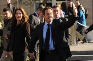 PHOTOS : 'Viens, Carlita !' : Nicolas Sarkozy et Carla Bruni prennent un bain de foule à l'Elysée !