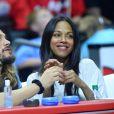 Zoe Saldana, sa soeur Cisely, son mari Marco Perego et Jared Lehr regardent le match de basket-ball opposant L.A. Clippers et Washington à Los Angeles, le 20 mars 2015