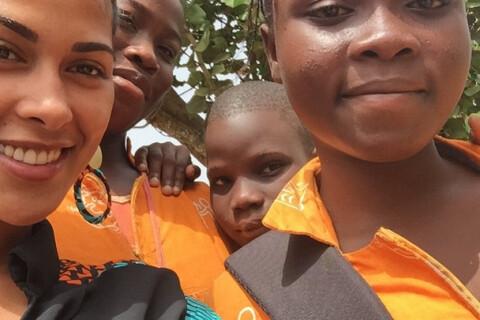 Ayem Nour en Afrique : Entourée de ''ses orphelins'', elle retrouve le sourire