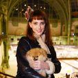 Frédérique Bel et son chien Joca lors de la soirée Diamond Night by Divinescence Vendôme lors du Paris Art Fair au Grand Palais à Paris, le 26 mars 2015