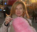Valérie Trierweiler fait la foire avec Ayem au milieu de barbe-à-papa et manèges