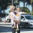 January Jones et son fils Xander à Santa Monica, Los Angeles, le 27 mars 2015