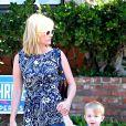 January Jones et son petit Xander, dans les rues de Los Angeles, le 17 septembre 2014