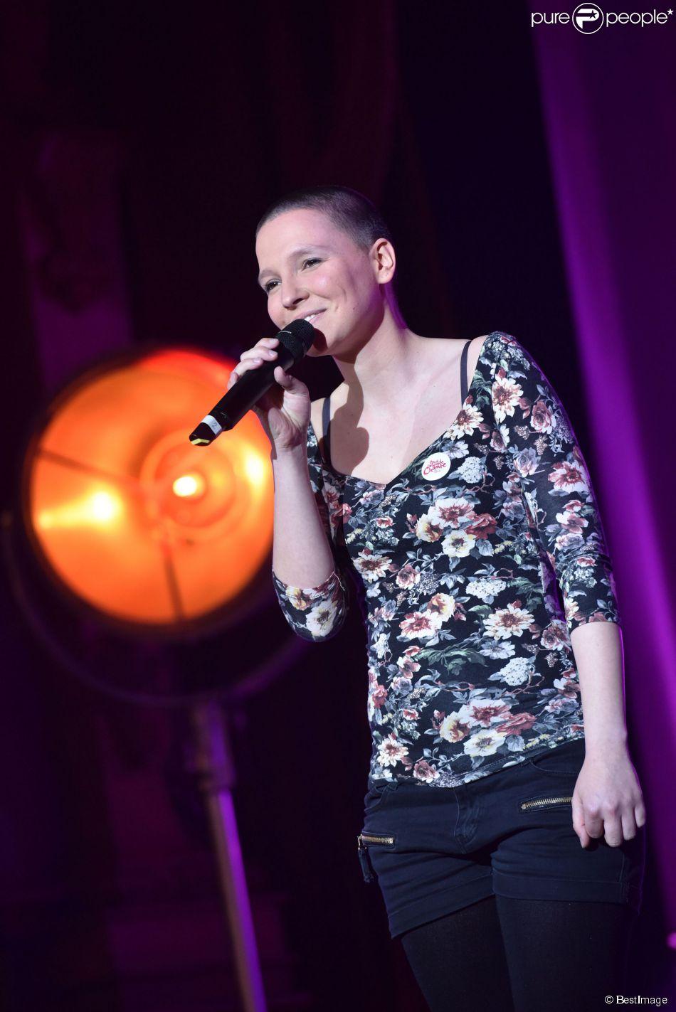 """Anne Sila - Les 12 finalistes de 'The Voice' saison 4 chantent pour l'association """"Tout Le Monde Chante Contre Le Cancer"""" pour les enfants malades à Disneyland Paris le 29 mars 2015"""