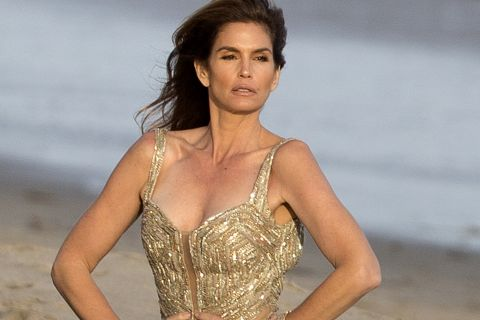 Cindy Crawford splendide : Topless ou en tenue de bal pour un shooting secret