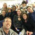 Les huit champions de  Dropped -  photo prise par Alain Bernard dans l'avion qui menait les participants en Argentine pour le tournage de l'émission de TF1