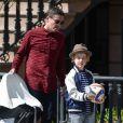Liv Tyler devant son domicile avec son petit ami Dave Gardner et Grey, le fils de David, à New York, le 2 avril 2015.
