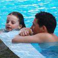 Dave Gardner et Grey - Liv Tyler, son compagnon Dave Gardner et leurs fils Grey et Sailor profitent de la piscine en ce dimanche de Pâques à Miami, le 5 avril 2015, pendant leurs vacances.