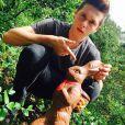 Brooklyn Beckham et son lapin de Pâques, photo publiée sur son compte Instagram le 5 avril 2015