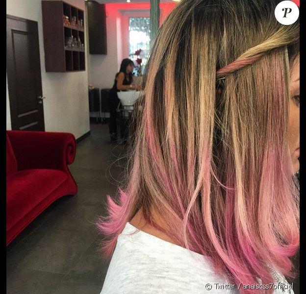 Anaïs Camizuli a réalisé une transformation capillaire incroyable. L'ex-candidate de Secret Story a coloré ses cheveux en rose. Avril 2015 !