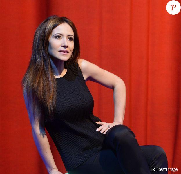 """Exclusif - Fabienne Carat sur le filage de son one-woman show """"L'amour est dans le prêt"""" au théâtre Ciné-Théâtre Chaplin à Paris le 9 avril 2015. Tous les lundi du 4 mai au 8 juin 2015 à 21h00."""