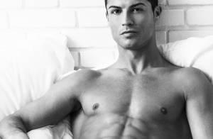 Cristiano Ronaldo en slip ''doux'' : Détendue, la star du Real s'offre torse nu...