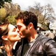 Kelly Brook en vacances à Paris officialise avec son nouvel amoureux Jeremy Parisis, sur Instagram le 13 avril 2015