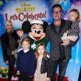 """Tori Spelling avec son mari Dean McDermott et leurs enfants Finn, Stella, Hattie et Liam à la soirée """"Disney on Ice Let's Celebrate !"""" à Los Angeles, le 11 décembre 2014"""
