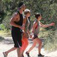 Exclusif - Lea Michele et son compagnon Matthew Paetz ont fait une randonnée avec une amie au parc TreePeople à Studio City, le 4 avril 2015.