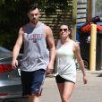 Lea Michele et son compagnon Matthew Paetz sont allés faire une randonnée dans le parc de Treepeople à Studio City, le 3 avril 2015.