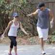 Exclusif - Léa Michele et son petit ami Matthew Paetz se promènent à Studio City à Los Angeles Le 27 septembre 2014