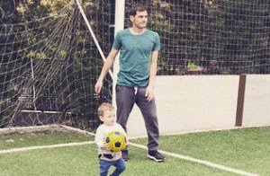 Iker Casillas (Real Madrid) : Son adorable Martin déjà fou de foot avec papa