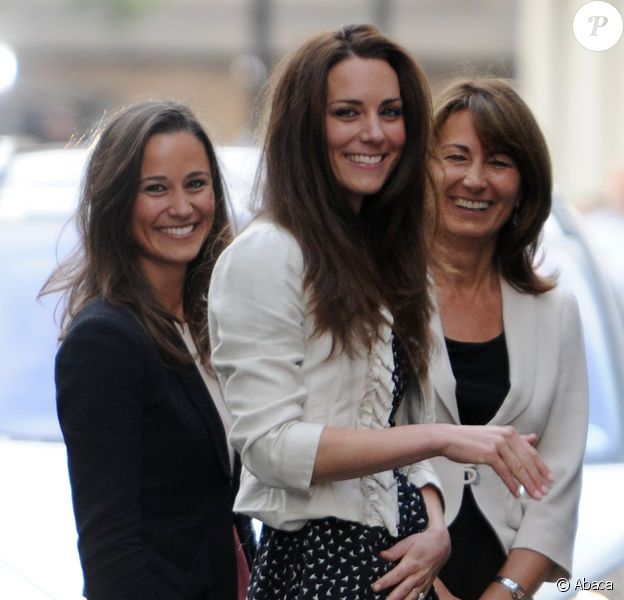 Kate Middleton, sa soeur Pippa et leur mère Carole, le 28 avril 2011, à la veille du mariage de Kate et du prince William