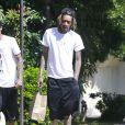 Exclusif - Wiz Khalifa, torse nu, promène son chien à Beverly Hills, le 23 mars 2015