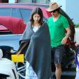 Exclusif - Anthony Kiedi, du groupe Red Hot Chili Peppers, est allé chercher son fils en voiture de golf avec sa petite amie Helena Vestergaard à Malibu. Le jeune Everly est heureux de conduire la petite voiture. Le 29 octobre 2014.