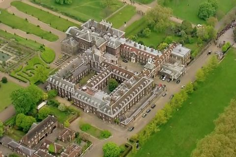 Princesse Charlotte de Cambridge : Ruée à Kensington et départ au grand air !
