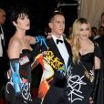 Katy Perry, Jeremy Scott et Madonna au bal du Costume Institute, le Met Gala, au Metropolitan Museum of Art à New York, le 4 mai 2015.