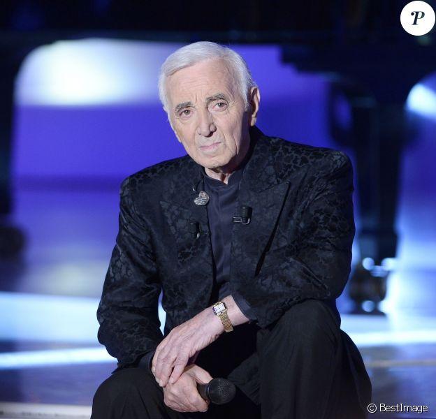 Charles Aznavour participe à l'enregistrement de Vivement dimanche sur France 2, le 29 avril 2015 (émission diffusée : le 3 mai 2015 sur France 2).
