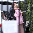 Exclusif - No web - No blog - Miley Cyrus prend un ami dans ses bras alors qu'elle arrive sur le tournage de son clip à Los Angeles, le 24 avril 2015.