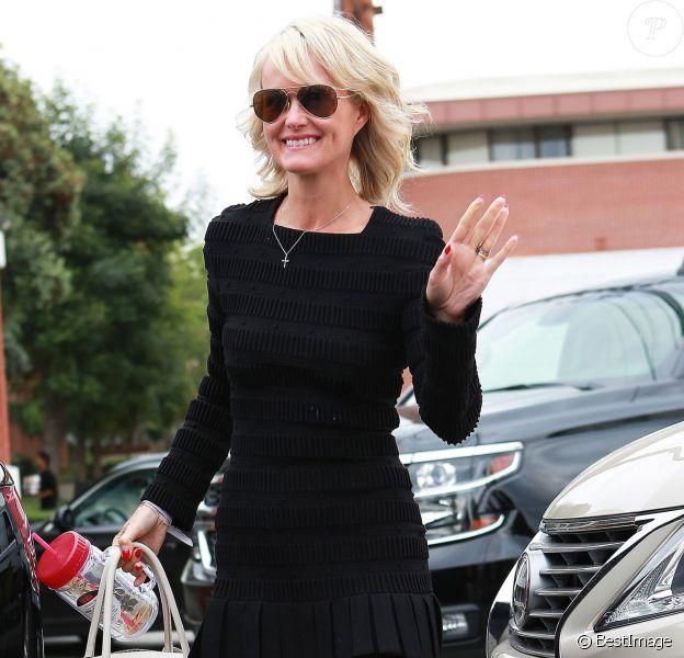 Laeticia Hallyday sort du Mèche Salon, son coiffeur, à Beverly Hills Los Angeles, le 8 mai 2015.