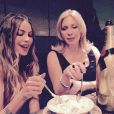 Sofia Vergara et Joe Mangiello ont fêté leur futur mariage dans le club privé Soho House à Hollywood avec les membres de leur famille et Arnold Schwarzenegger, le 9 mai 2015 sur Instagram