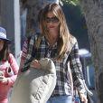 Exclusif - Sofia Vergara est allée acheter des coussins dans un magasin de décoration à West Hollywood, le 2 mai 2015