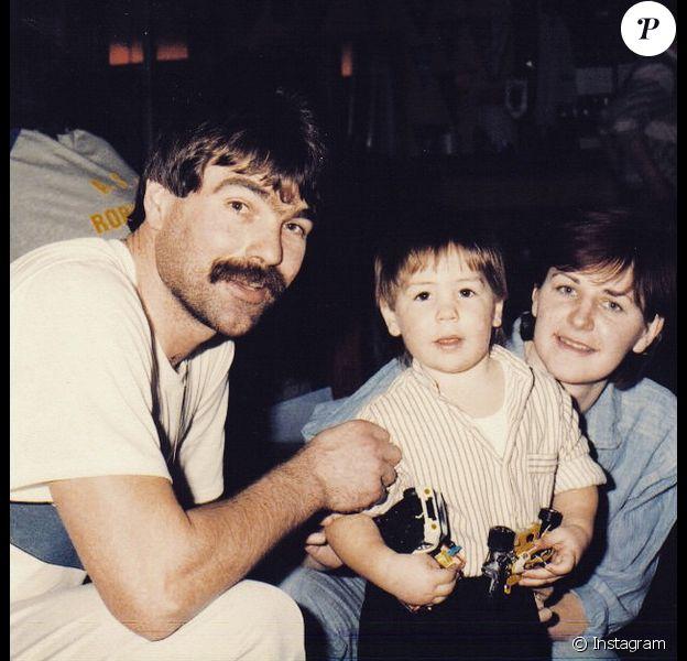 Luka Karabatic et ses parents - Le 11 mai 2015, le handballeur a publié cette photo pour les 4 ans de la mort de son père Branko