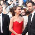 "Natalie Portman parée de bijoux de Grisogono et son mari Benjamin Millepied - Montée des marches du film ""La Tête Haute"" pour l'ouverture du 68 ème Festival du film de Cannes – Cannes le 13 mai 2015 Red carpet for the movie ""La Tete Haute"" for the opening ceremony of the 68 th Cannes Film festival - Cannes on May 13, 2015.13/05/2015 - Cannes"