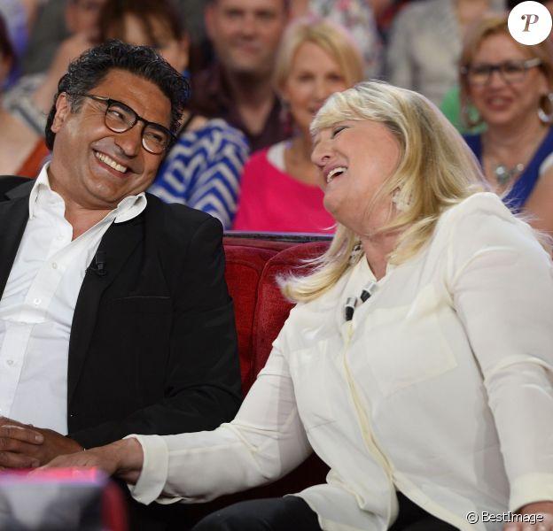 """Charlotte de Turckheim et son mari Zaman Hachemi - Enregistrement de l'émission """"Vivement Dimanche"""" consacrée à Charlotte de Turckheim à Paris le 13 mai 2015. L'émission sera diffusée le 17 mai à 14h10 sur France 2."""