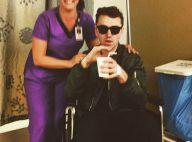 Sam Smith opéré et au repos : Fauteuil roulant mais bonne humeur
