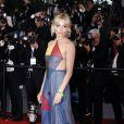 """Sienna Miller (robe Valentino) - Montée des marches du film """"The Sea of Trees"""" (La Forêt des Songes) lors du 68e Festival International du Film de Cannes, le 16 mai 2015."""