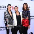 Kendall Jenner, Olivier Rousteing, Jourdan Dunn aux Billboard Music Awards le 17 mai 2015. Les deux mannequins portent des pièces que l'on pourra retrouver dans la collection Balmain x H&M