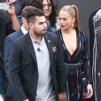 Jennifer Lopez et Ryan Seacrest à la sortie des studios d'enregistrement de l'émission «American Idol» à Hollywood, le 22 avril 2015