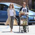 Emma Stone et Andrew Garfield aperçus faisant des courses ensemble, quelques semaines après la rumeur de leur rupture. (Los Angeles, 23 mai 2015)