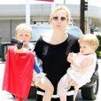 Kelly Rutherford et son fils Hermes et sa fille Helena, à Beverly Hills le 26 juin 2010