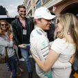 Nico Rosberg félicité par sa femme Vivian après sa victoire dans le Grand Prix de F1 de Monaco le 24 mai 2015