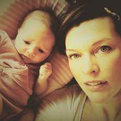 Milla Jovovich aux anges : Un baptême traditionnel pour son adorable Dashiel