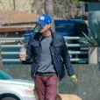 L'acteur Chad Michael Murray et Sarah Roemer (enceinte) font une balade avec leurs chiens dans le quartier de Studio City, à Los Angeles le 3 mars 2015.