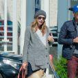 Chad Michael Murray et sa femme Sarah Roemer (enceinte) font une balade avec leurs chiens dans le quartier de Studio City, à Los Angeles le 3 mars 2015.