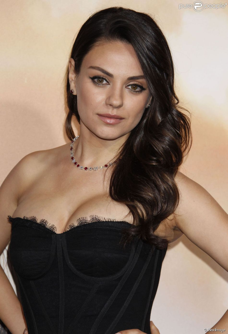 mila kunis soulag e le 39 39 dangereux 39 39 harceleur en fuite a t retrouv purepeople. Black Bedroom Furniture Sets. Home Design Ideas