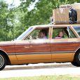 """Sarah Wright et Tom Cruise - Tom Cruise conduit une voiture familiale pour les besoins du tournage de """"Mena"""" à Atlanta le 21 mai 2015."""