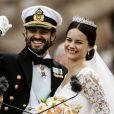 Le prince Carl Philip et sa femme Sofia Hellqvist lors de leur mariage à Stockholm, le 13 juin 2015.