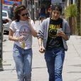 Kristen Stewart et Alicia Cargile se promènent à Silverlake, le 6 juin 2015.
